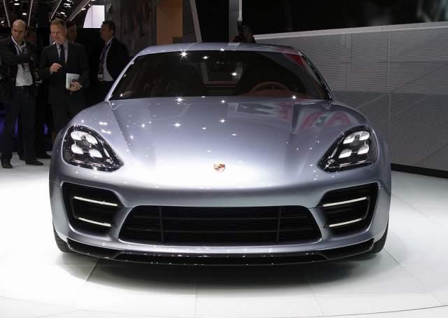 2016-Porsche-Panamera-front