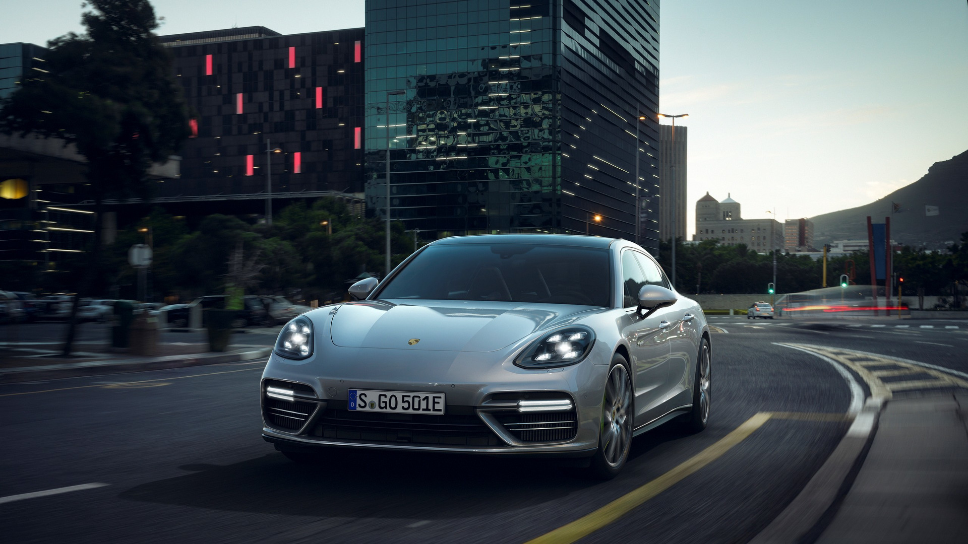 Interface-Porsche-Panamera-S-E-Hybrid-2018