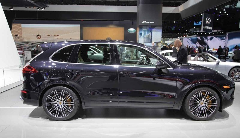 Side-Porsche-Cayenne-Turbo-S-2016
