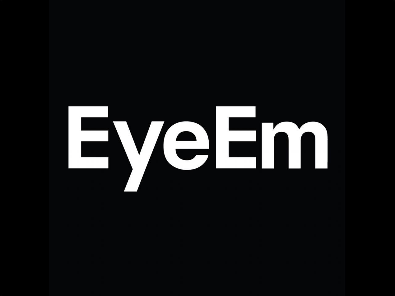 برنامج EyeEm