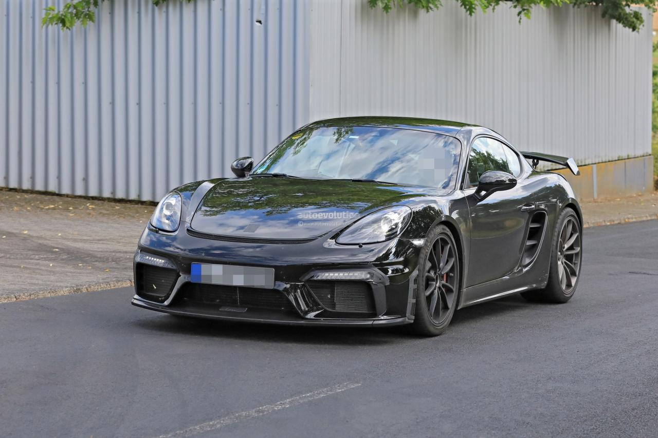 porsche-718-cayman-gt4-spotted-in-traffic-shows-aggressive-aero_2